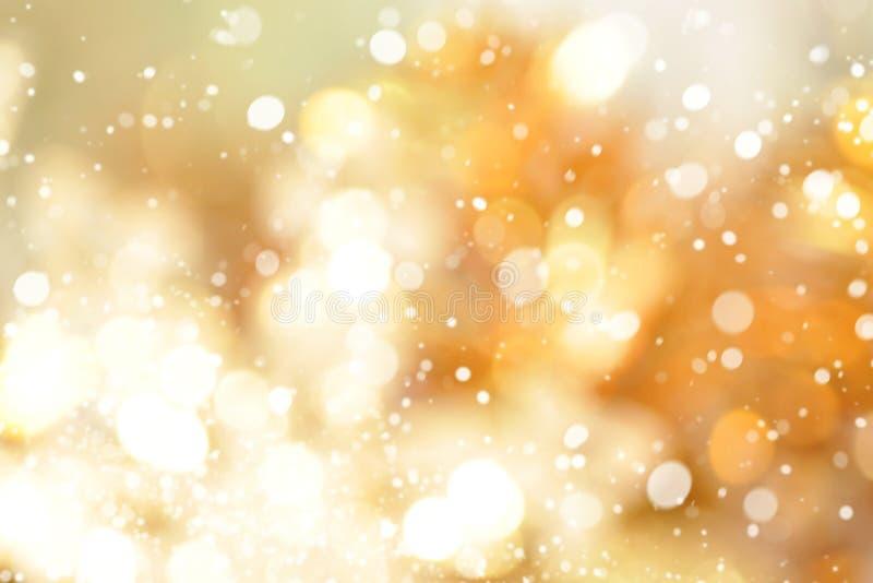 Fondo astratto dell'oro del bokeh con neve immagini stock libere da diritti