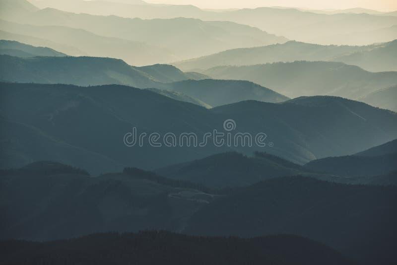 Fondo astratto della montagna fotografie stock