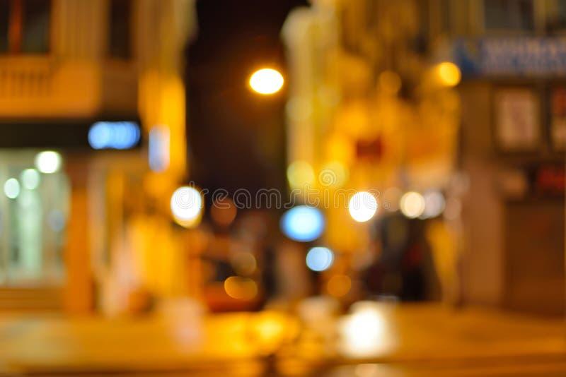 Fondo astratto della sfuocatura della città con le luci del bokeh immagini stock