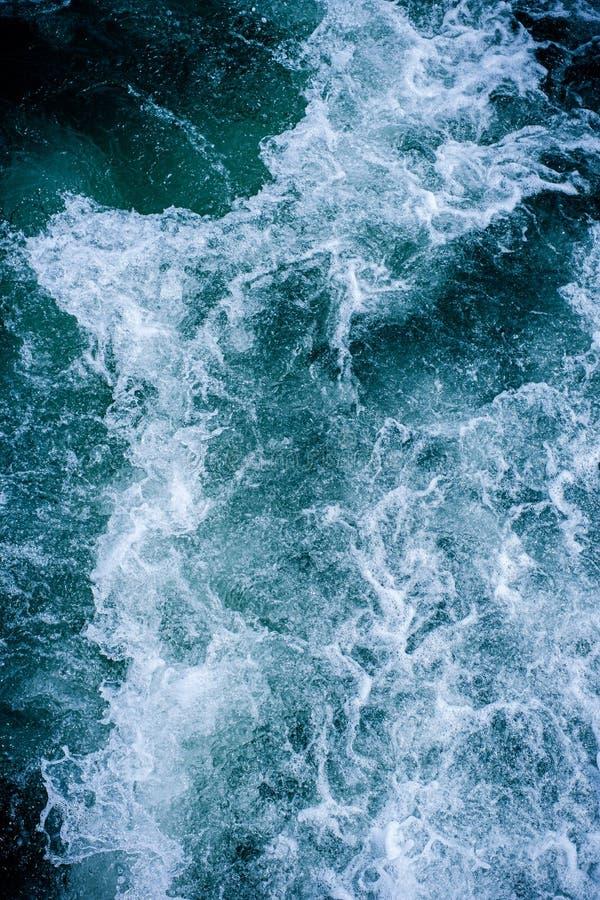 Fondo astratto di struttura delle onde di oceano dell'acqua fotografia stock libera da diritti