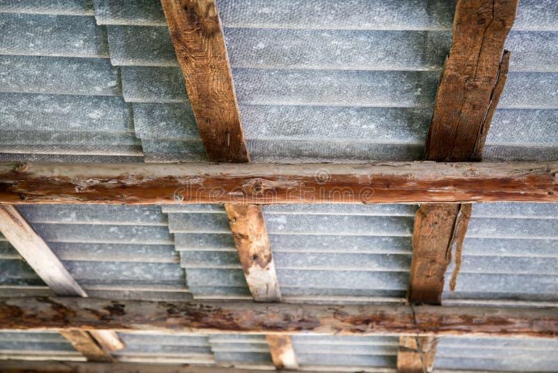 Fondo astratto di un baldacchino di legno del tetto fotografia stock