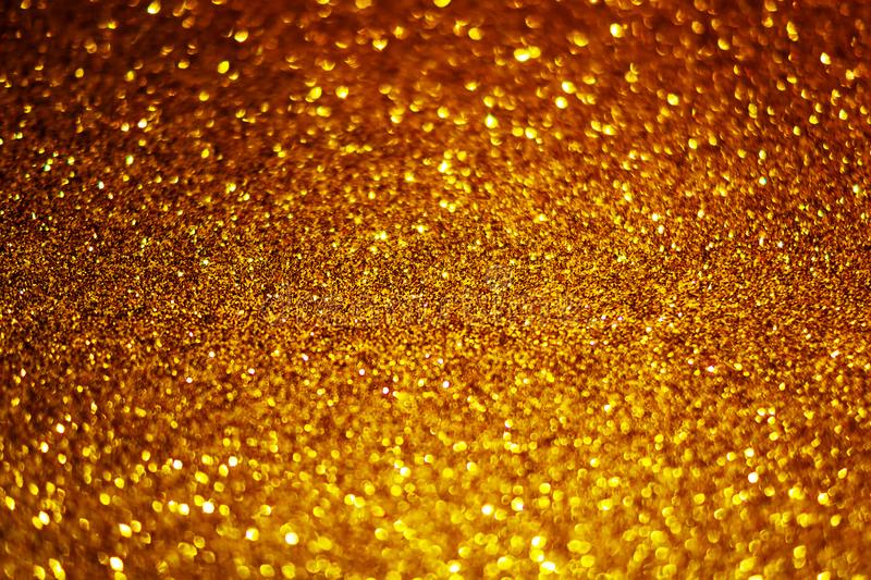 Fondo astratto festivo di struttura di scintillio dell'oro con la scintilla brillante Fondo defocused variopinto con brillare e s fotografia stock