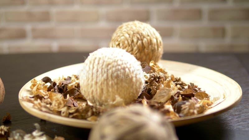 Fondo astratto, struttura dei fiori secchi potpourri Primo piano fiori secchi e semi usati per l'aromaterapia immagini stock
