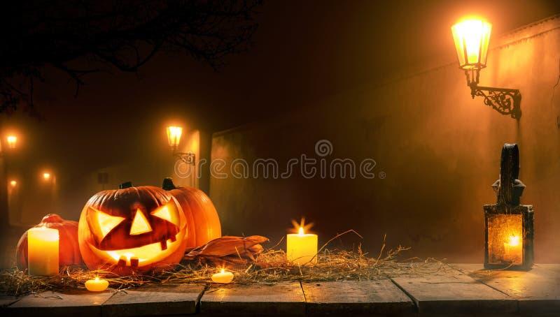 Fondo asustadizo del horror con la linterna del enchufe o de la calabaza de Halloween imágenes de archivo libres de regalías