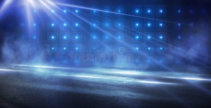 Fondo azul abstracto con los rayos de la luz de ne?n, proyector, reflexi?n en el asfalto imagenes de archivo