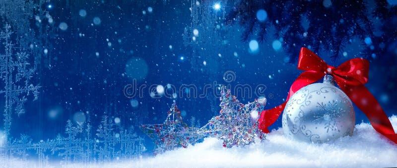 Fondo azul de la Navidad de la nieve del arte foto de archivo libre de regalías