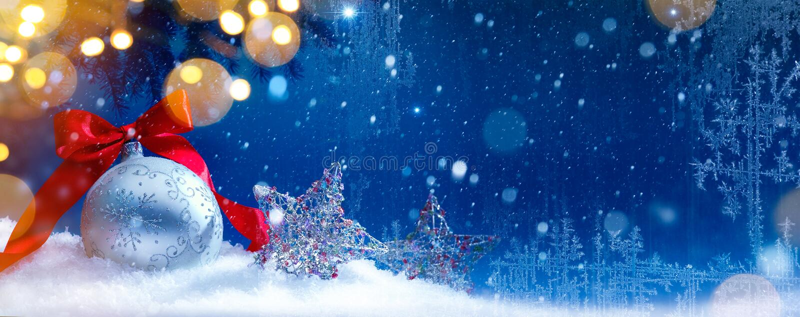 Fondo azul de las luces de los días de fiesta de la Navidad de la nieve del arte fotografía de archivo