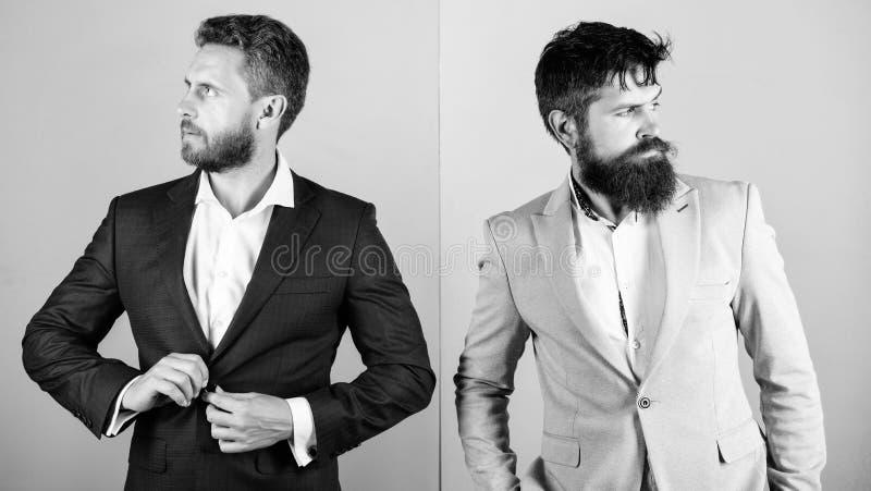 Fondo azul del aspecto del hombre de negocios del rosa elegante de la chaqueta Hombres de negocios de la moda y estilo formal Soc fotografía de archivo libre de regalías