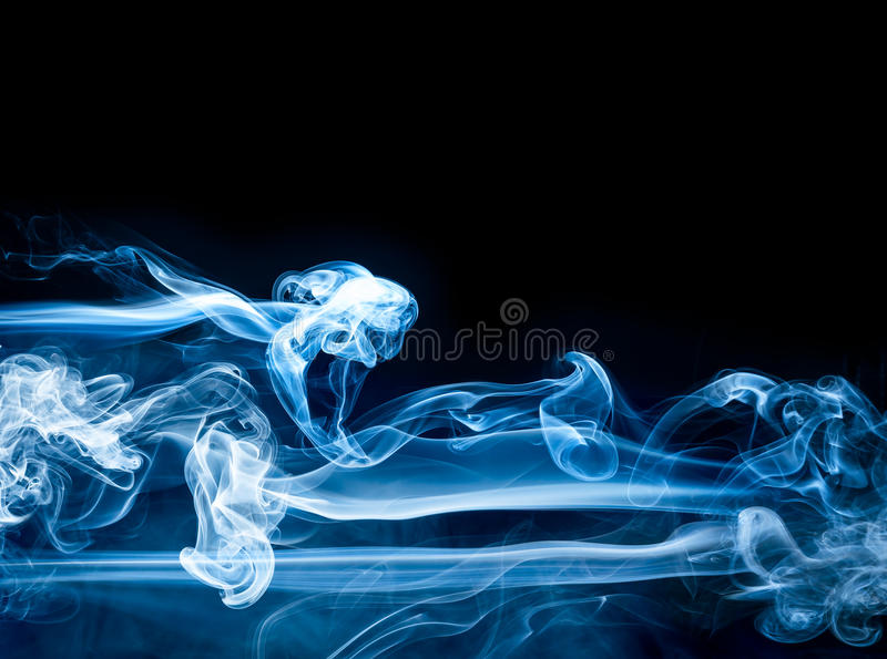 Fondo azul del extracto del humo foto de archivo