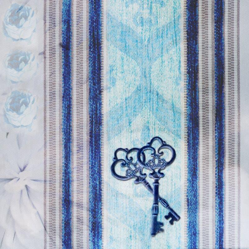Fondo azul del vintage con llaves imagen de archivo