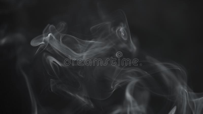 Fondo azul real del humo en el ambiente oscuro imagen de archivo libre de regalías