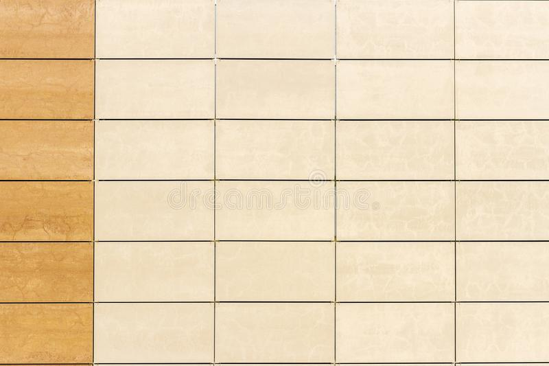 Fondo beige ligero de la textura de la pared de la teja fotografía de archivo