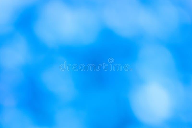 Fondo bianco blu del bokeh vago estratto fotografia stock