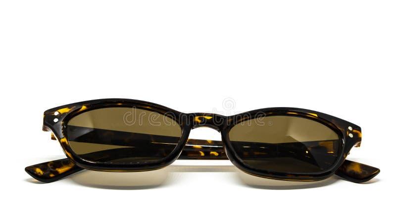 Fondo bianco della ragazza di modo del sole della stampa di Leo degli occhiali da sole fotografie stock libere da diritti