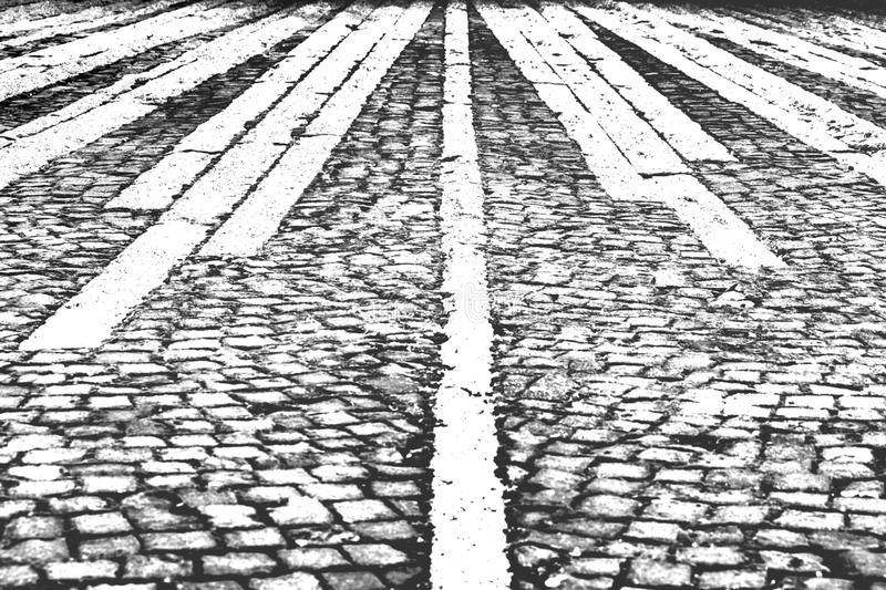 Fondo in bianco e nero, estratto, strada del mattone immagine stock libera da diritti