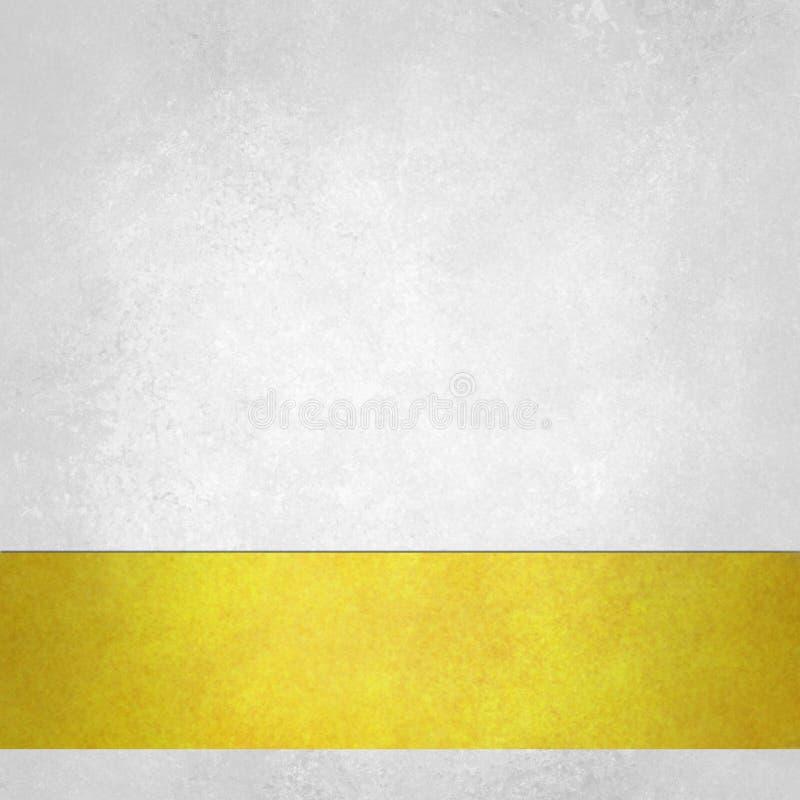Fondo bianco puro con la banda della persona alta un dato numero di piedi dell'oro sul confine inferiore, vecchia struttura d'ann fotografia stock