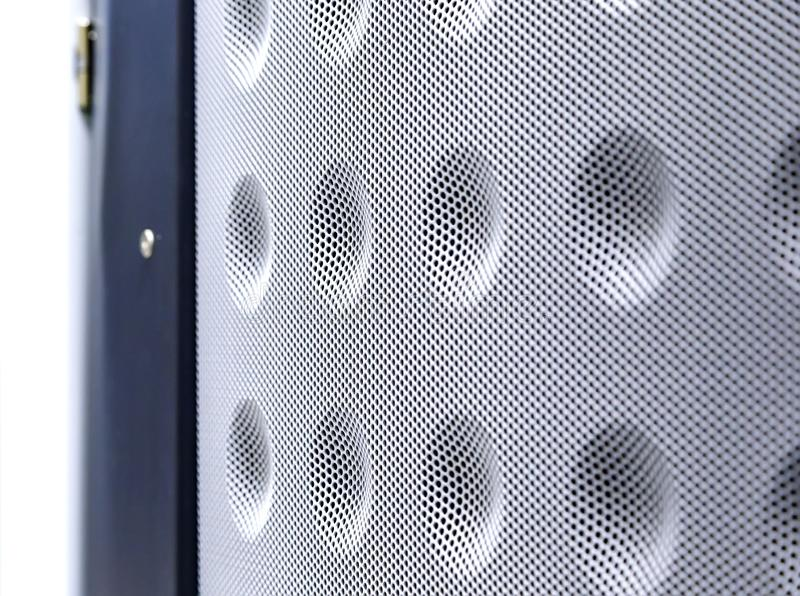 Fondo blanco abstracto de la textura de la parrilla de puerta del servidor, diseño moderno de la luz de la rejilla con el espacio imagen de archivo libre de regalías