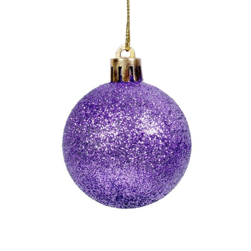 Fondo blanco aislado bola brillante púrpura de la Navidad foto de archivo