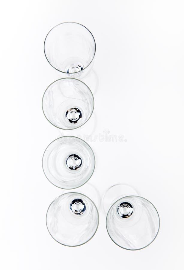 Fondo blanco del vidrio vacío del champán del alfabeto fotos de archivo