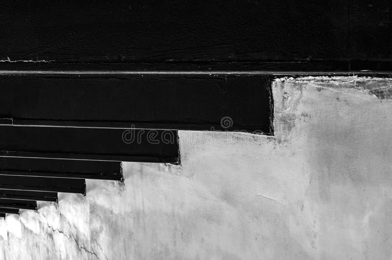 Fondo blanco y negro de la textura del muro de cemento con el modelo único Paso a la estrategia del éxito Concepto del éxito de a imágenes de archivo libres de regalías
