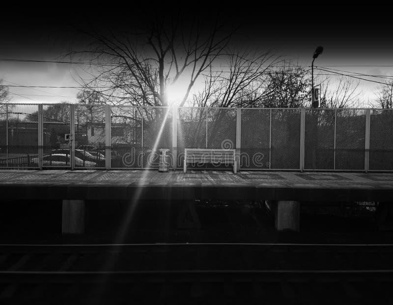 Fondo blanco y negro horizontal del banco de la ciudad del ferrocarril imagen de archivo libre de regalías