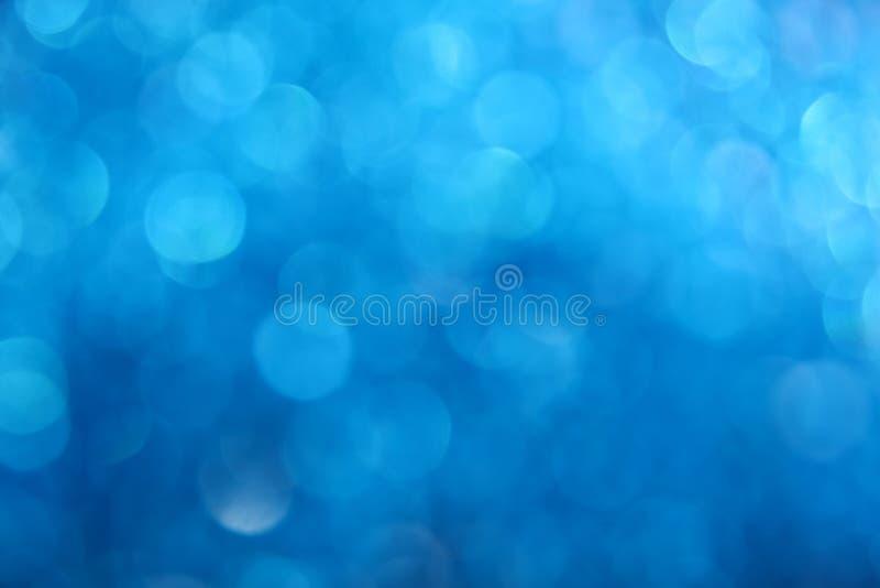 Fondo blu della sfuocatura dell'estratto della luce di scintillio di inverno fotografie stock libere da diritti