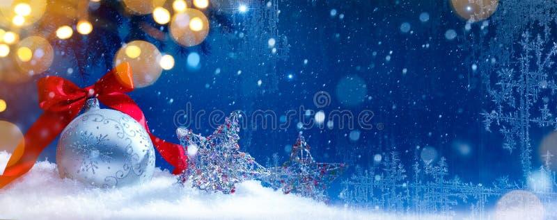 Fondo blu delle luci di feste di natale della neve di arte fotografia stock