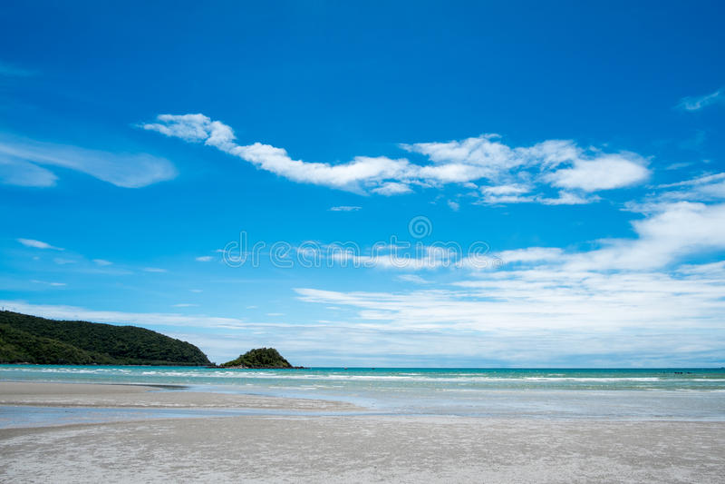 Fondo blu di estate della riva di viaggio del paesaggio del sale di bellezza della natura dell'Israele del cielo dell'acqua della fotografia stock libera da diritti