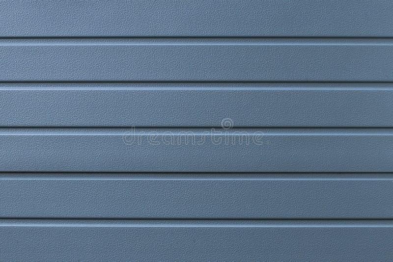 Fondo blu di struttura del metallo Linee astratte grige modello Superficie a strisce della parete d'acciaio Bordo d'argento, ferr immagine stock libera da diritti