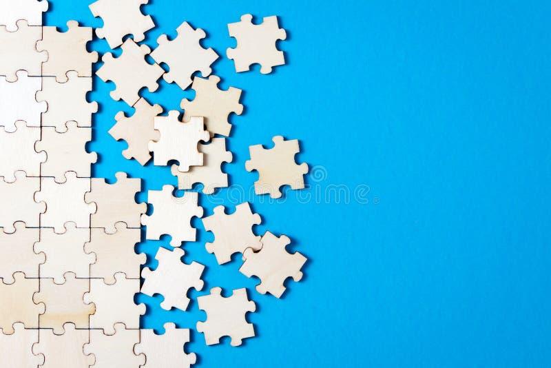 Fondo blu fatto dal puzzle immagini stock