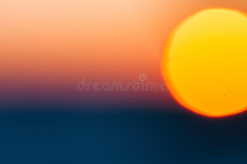 Fondo borroso extracto de la naturaleza con el sol brillante imagen de archivo