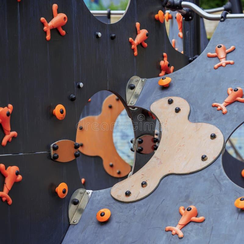 Fondo brillante abstracto, detalles de una diapositiva de los niños multicolores brillantes en un patio para los niños foto de archivo