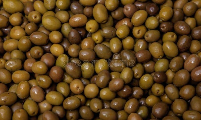 Fondo brillante de las aceitunas verdes Alimento fresco sano Opinión del primer foto de archivo