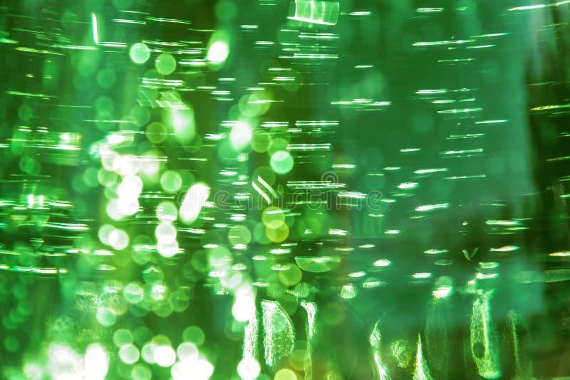 Fondo brillante defocused brillante del color de verde del extracto ultra con textura del agua con las burbujas con efecto del bo foto de archivo libre de regalías