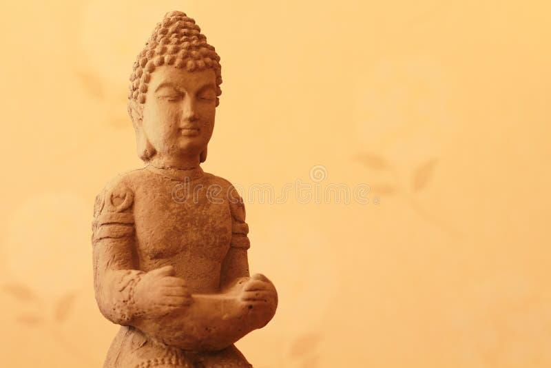 Fondo brillante del primer de la estatua de Buda foto de archivo