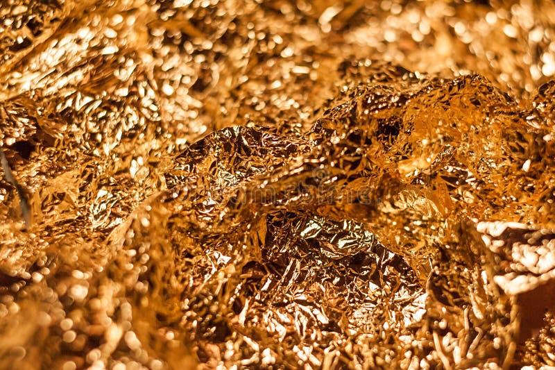 Fondo brillante metálico de la textura del papel de embalaje de la hoja de la hoja de oro para el elemento de la decoración del p imagen de archivo libre de regalías