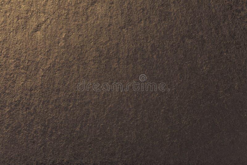 Fondo bronzeo scuro dell'ardesia naturale Struttura della pietra marrone fotografia stock