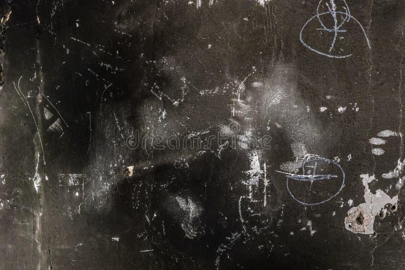 Fondo bruciato approssimativo del muro di cemento con la marcatura immagine stock libera da diritti