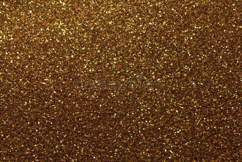 Fondo chispeante de oro oscuro de pequeñas lentejuelas, primer Contexto brillante brillante de la materia textil Riele el papel d foto de archivo