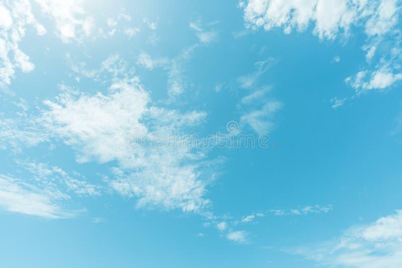 Fondo Claro De Cielo Azul, Fondo De Las Nubes Foto De