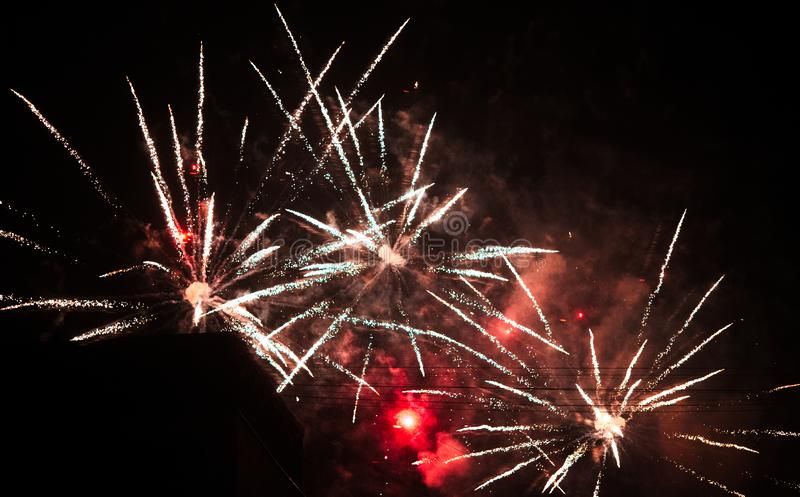 Fondo colorido de fuegos artificiales, noche 2019 del Año Nuevo fotografía de archivo libre de regalías