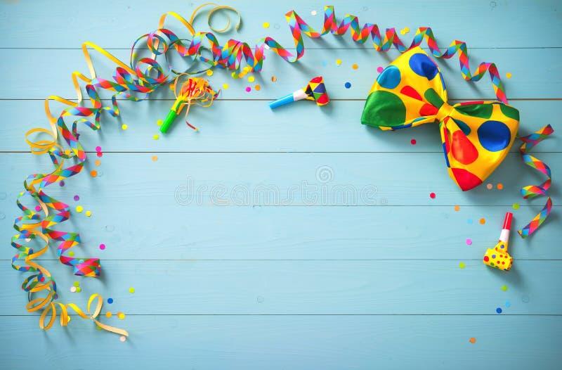 Fondo colorido del cumpleaños o del carnaval fotos de archivo libres de regalías