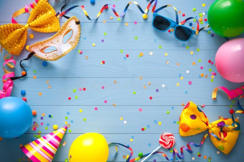 Fondo colorido del cumpleaños o del carnaval imagen de archivo libre de regalías