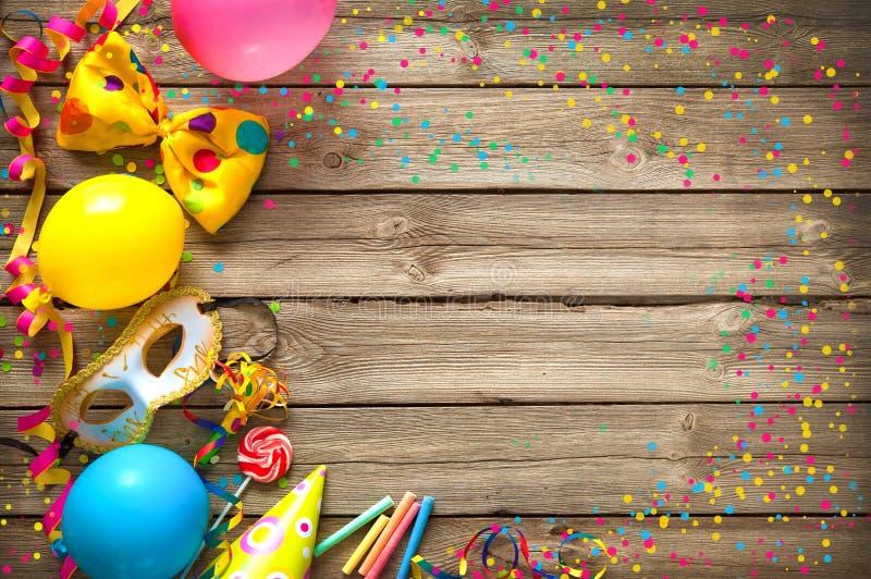 Fondo colorido del cumpleaños o del carnaval imágenes de archivo libres de regalías