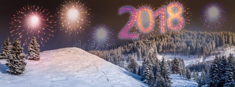 Fondo con colorido, fuegos artificiales de la víspera del ` s del Año Nuevo 2018 del partido foto de archivo libre de regalías