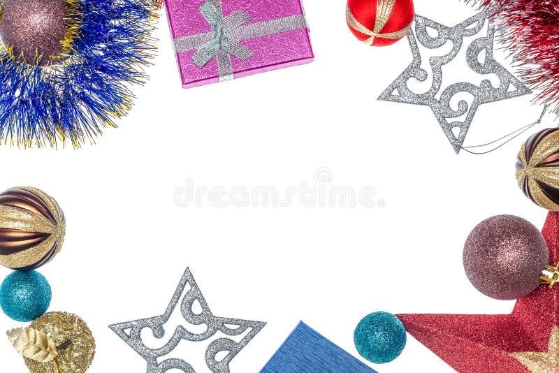 Fondo con i regali e le decorazioni di Natale Bolle e stelle di Natale Decorazioni di natale Preparando per le feste fotografie stock libere da diritti