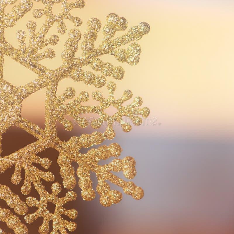 fondo con il fiocco di neve della decorazione di natale Concetto della decorazione di festa immagini stock