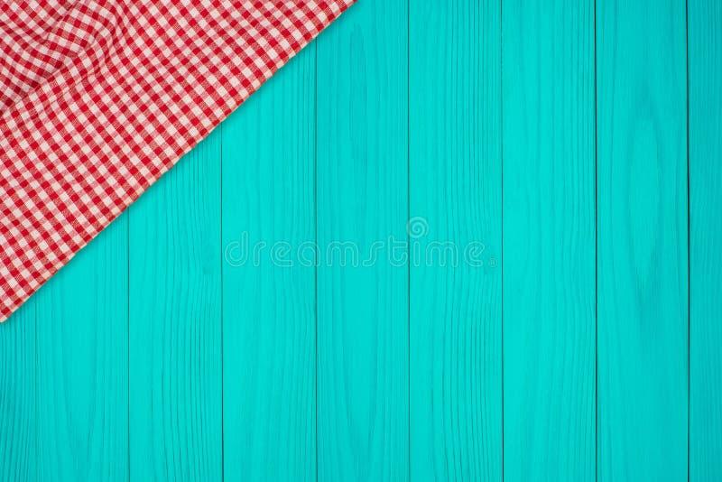 Fondo con il ripiano del tavolo di legno e la tovaglia controllata fotografie stock