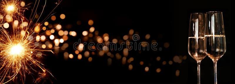 Fondo con la vela y el champán chispeantes del milagro foto de archivo