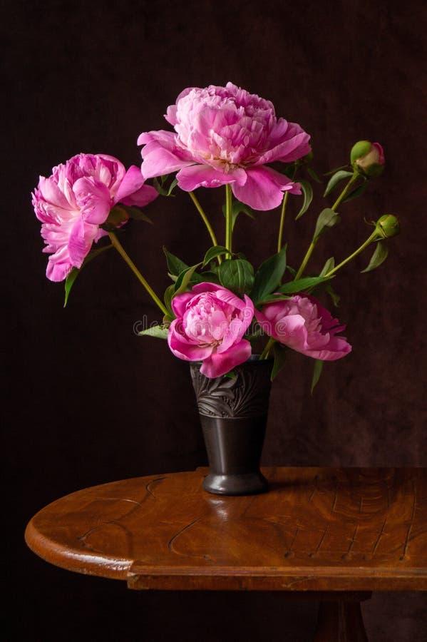 Fondo con las flores rosadas de la peonía imagen de archivo